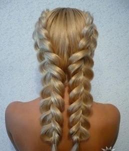 Пример перевернутой косы на длиные волосы