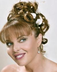Свадебные прически на средние волосы в греческом стиле