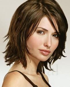 Стрижки для волос средней длины - компромисс в борьбе между красивой прической и быстрой укладкой