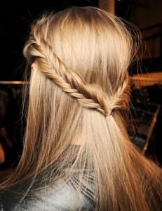 модные косички на средние волосы