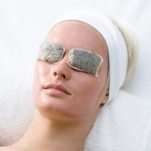 Убрать синяки под глазами с помощью петрушки