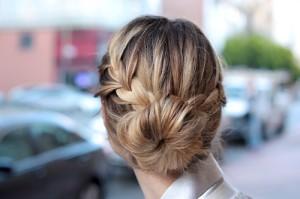 Фото кос на короткие волосы пучок