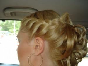 Плетение кос на короткие волосы с накладными локонами