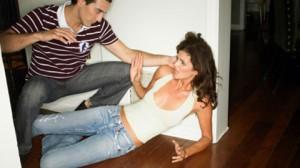 Почему муж бьет жену?