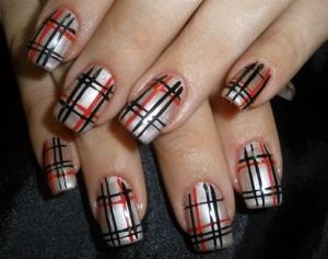 """Рисунки на ногтях иголкой """"Разноцветные линии"""""""