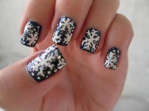 "Фото рисунков на коротких ногтях ""Снежинки"""