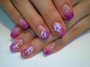 Цветочный маникюр на коротких ногтях