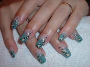 Рисунки на ногтях акриловыми красками: необходимый инструментарий