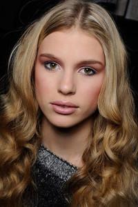 Дневной макияж для карих глаз блондинок