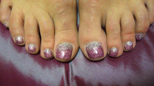 Дизайн ногтей на ногах фото блестками