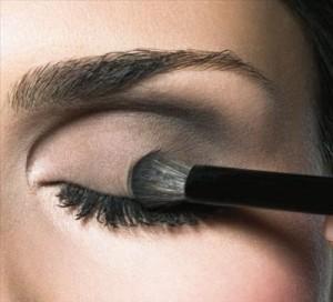 Дымчатый макияж для карих глаз - правила