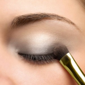 Как делать макияж для глаз - нанесение теней