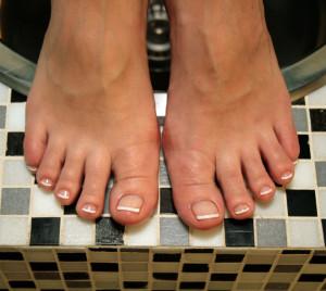 Наращивание ногтей на ногах - френч
