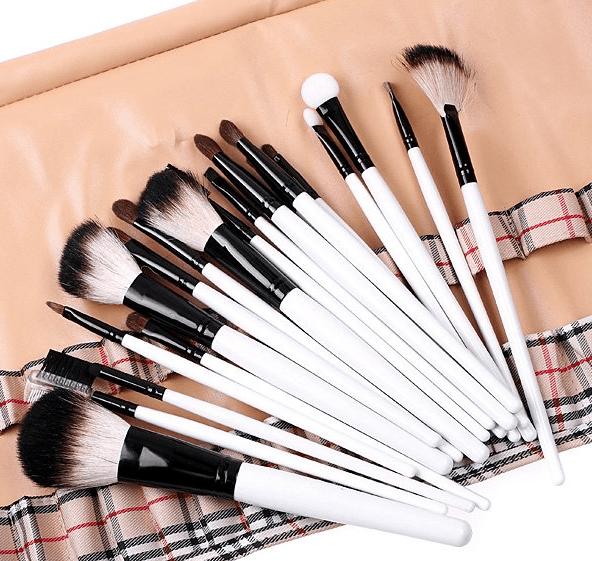 Какие бывают кисти для макияжа - выбор.  Как выбрать кисть для макияжа?
