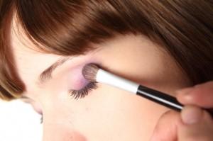 Как правильно наносить макияж фото?