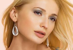 уроки макияжа для серо голубых глаз