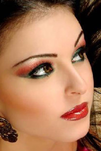 Как сделать красивый макияж губ?