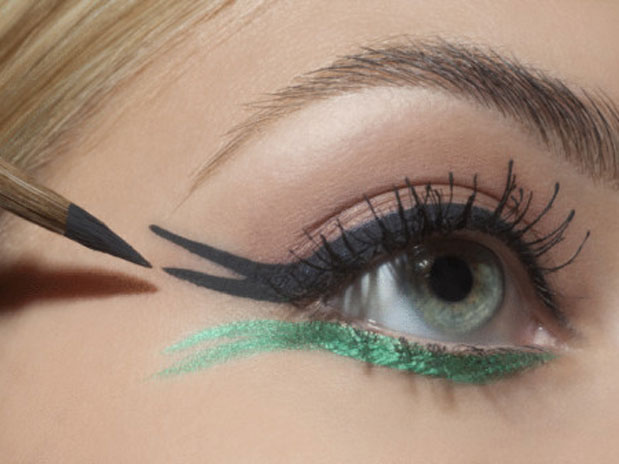 Новогодний макияж для зеленых глаз