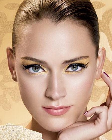 ... » Уроки макияжа для голубых глаз