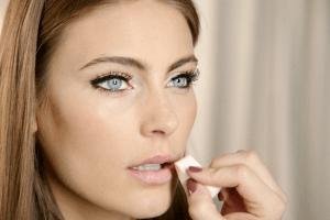 Свадебный макияж для голубых глаз - выбор косметики