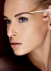 Как сделать красивый макияж бровей?