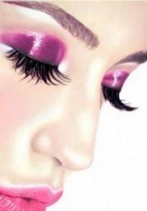 Новогодний макияж для зеленых глаз в фиолетовой гамме